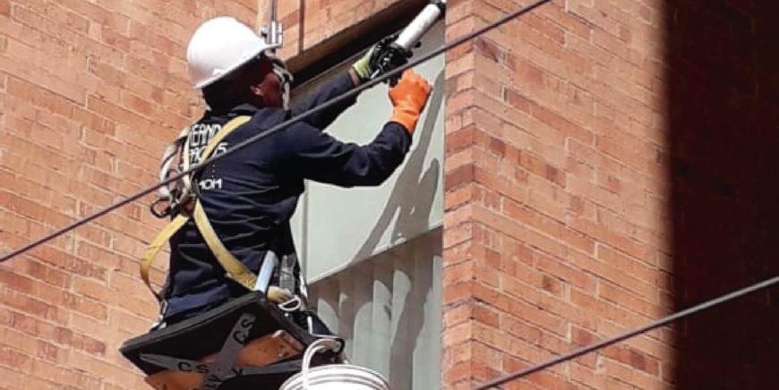Reparación de humedades puntuales sobre fachada